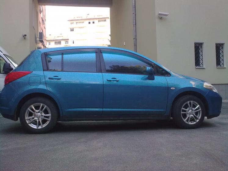 тонировка авто киев Nissan Tiida